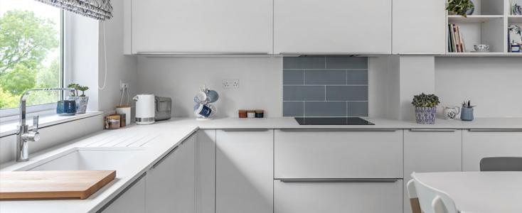 encimeras-dekton-cocinas-blancas-franjos